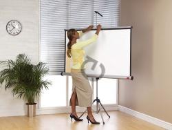 Ekran ręcznie rozwijany na trójnogu NOBO 150x113,8 cm (4:3) - taniej !