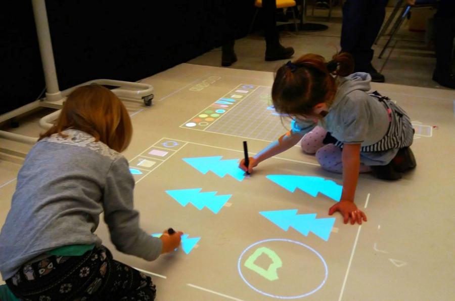 Modernistyczne Podłoga interaktywna Smartfloor RN15